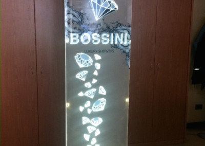 plexiglass totem luminoso bossini