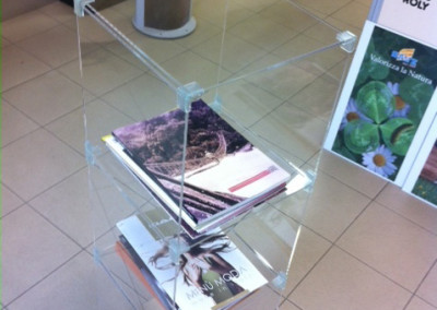 porta riviste colonna plexiglass